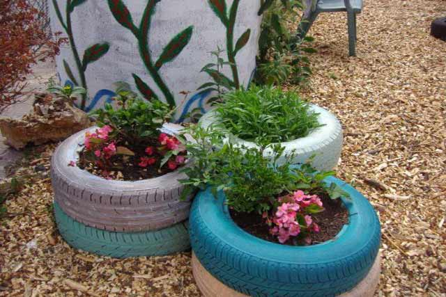 recycled-tires-in-the-garden